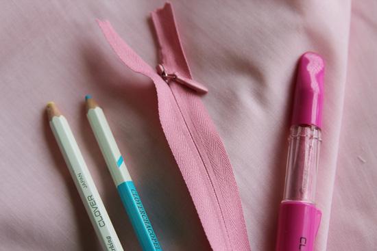 24-zipper-marking-pencils