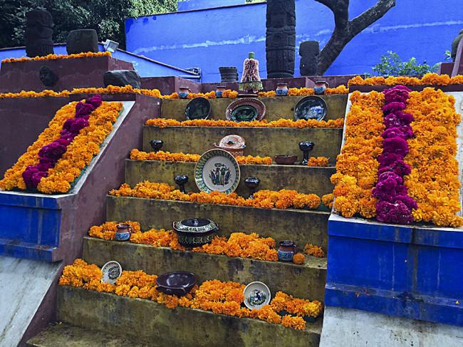 mexico-city-casa-azul-shrine