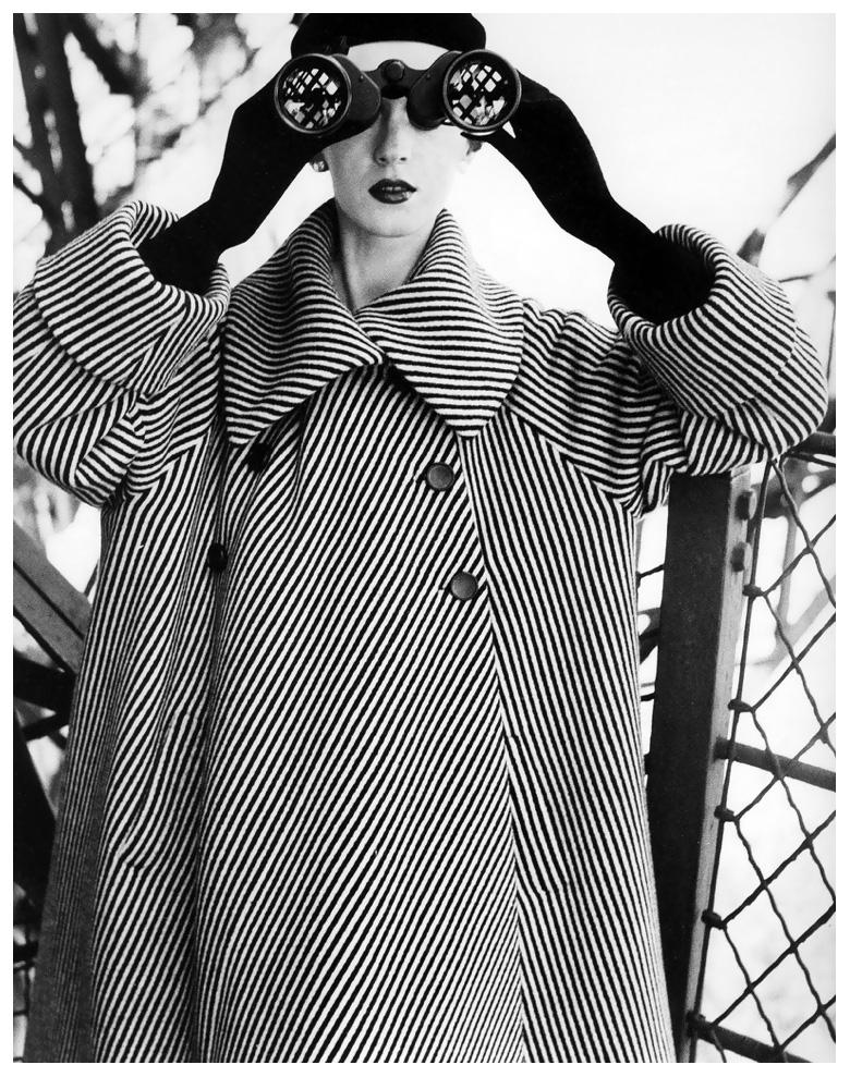 dovima-coat-by-balenciaga-photo-by-avedon-eiffel-tower-paris-august-1950